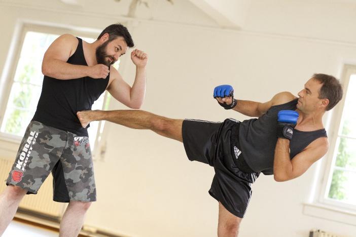 Zweikampfübung mit Partner